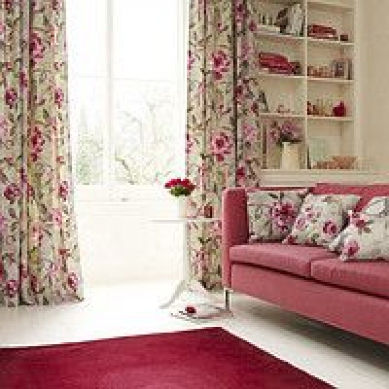 Интерьер с о шторами с розами